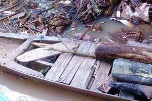 Cụ bà 74 tuổi bơi xuồng vớt củi bị ngã xuống sông mất tích