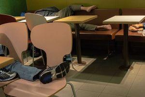Hong Kong (Trung Quốc): Sở thích 'ngủ lang' tại các cửa hàng McDonald's
