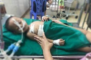 Nghệ An: Thêm 1 em nhỏ nghịch súng bị đạn bắn vào ngực