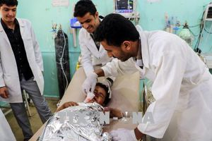 Tấn công xe buýt chở trẻ em tại khu vực chợ Dahyan, hàng trăm người thương vong