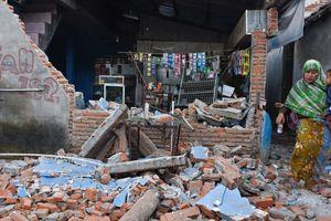 Indonesia hoảng loạn vì hứng thêm động đất mạnh