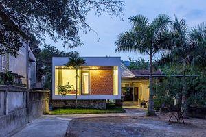 Ngôi nhà nhỏ có lối thiết kế chống lũ kiên cố của cặp vợ chồng về hưu ở Nghệ An