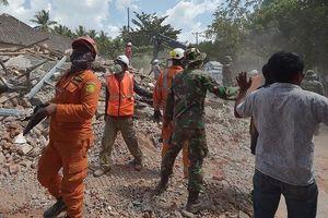 Dư chấn của động đất ở Indonesia khiến một số tòa nhà bị sập