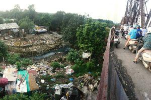Clip: Chân cầu Long Biên biến thành núi rác khổng lồ, hôi thối nồng nặc không tin nổi