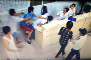 Hành hung nhân viên y tế: Một đối tượng bị tuyên 6 tháng tù treo