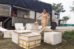 Bắt giữ vụ vận chuyển 250 kg gà đông lạnh không rõ nguồn gốc