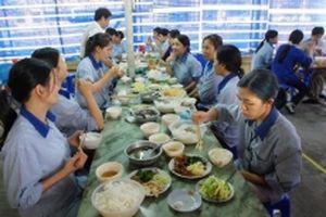 Báo động về an toàn thực phẩm tại bếp ăn tập thể