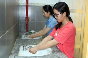 'Gỡ khó' nhà vệ sinh trường học vùng khó
