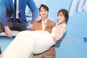 'Hotgirl Bolero' Jang Mi được S.T quỳ gối hôn tay