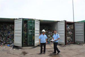 Cử công chức phối hợp lấy mẫu kiểm định phế liệu nhập khẩu