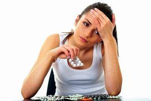 Ngày 'đèn đỏ' có nên uống thuốc đau bụng kinh?
