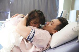 Trấn Thành rơi nước mắt, thương Hari Won 'vượt cạn' trong đau đớn