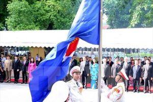 Lễ thượng cờ ASEAN nhân kỷ niệm 51 năm Ngày thành lập Hiệp hội