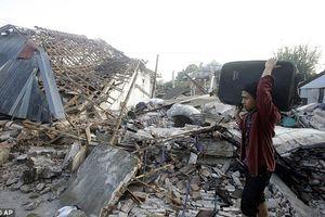 Siêu thị đổ sập trong tích tắc do động đất ở Indonesia