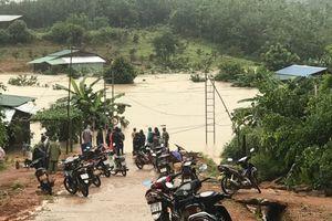 Lũ lớn tại Kon Tum, nhiều thôn làng bị cô lập