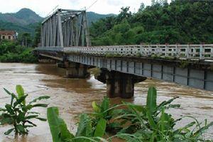 Yên Bái: Cấm ô tô qua cầu Tô Mậu để phục vụ thi công
