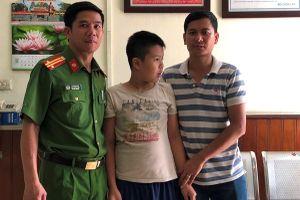 Bé trai 11 tuổi lạc nhà may mắn được Đồn Công an đường sắt ga Hà Nội giúp đỡ