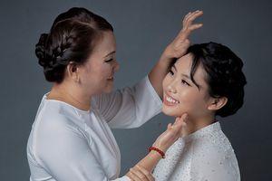 Phương Mỹ Chi kể kỷ niệm mẹ bật khóc vì thương con vất vả