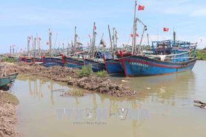 Nghệ An: Cửa Lạch Thơi bồi lắng, tàu thuyền qua lại khó khăn