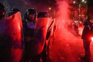 Biểu tình chống tham nhũng ở Romania bùng phát bạo lực, hơn 450 người bị thương