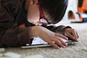 Chuyên gia chỉ cách giảm thiểu hiểm họa của smartphone đến trẻ em