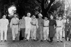 Tư tưởng Hồ Chí Minh về thương yêu, chăm lo bồi dưỡng cán bộ