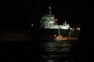 Cứu sống 11 thuyền viên tàu Hải Hà 38 bị chìm trên biển