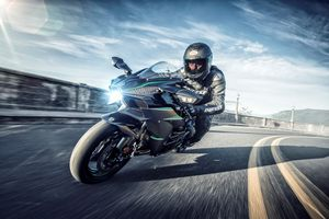 Kawasaki Ninja H2 2019 mạnh 231 mã lực, soán ngôi Ducati Panigale V4