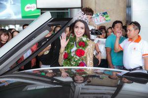 Dàn xe sang đón Phan Thị Mơ trở về sau khi đăng quang