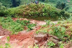 Sạt lở đất nghiêm trọng khiến hai người tử vong