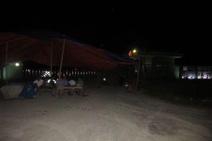 Hà Tĩnh: Người dân trắng đêm chặn cổng Nhà máy rác Phú Hà