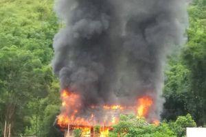 Điện Biên: Xót xa ngôi nhà gỗ gần tỷ đồng chìm trong biển lửa