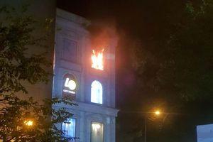 TP.HCM: Cháy tại Diamond Plaza, nhiều người tháo chạy trong đêm