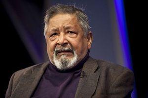 Chủ nhân giải Nobel văn học 2001 qua đời ở tuổi 86