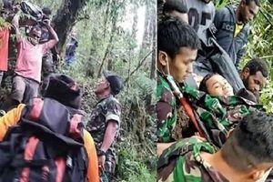 Máy bay Indonesia đâm vào vách núi, duy nhất 1 cậu bé sống sót