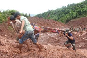 Sạt lở đất vùi chết hai bà cháu ở Lào Cai