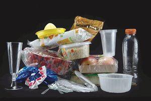 Pháp sẽ tăng giá hàng hóa sử dụng bao bì làm từ nhựa không tái chế