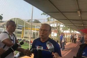 HLV Park Hang-seo nói gì khi Olympic Việt Nam tập trên 'mặt ruộng'?