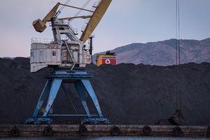 Hàn Quốc cấm tàu vận chuyển than từ Triều Tiên cập cảng