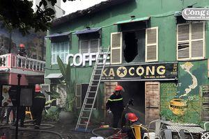 Cháy quán cà-phê