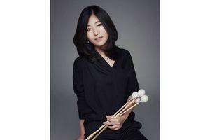 Nữ nghệ sĩ Hàn trình diễn với bộ nhạc cụ nhà bếp