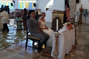 Xôn xao đám cưới ngập trong lụt lội của cặp đôi Philippines