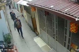 Vụ giang hồ Hải Phòng truy sát chủ nợ: Camera an ninh hé lộ hình ảnh 2 nghi can chính