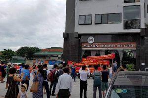 Nghệ An: Khách hàng căng băng rôn 'tố' chủ đầu tư Chung cư Bảo Sơn Complex vi phạm hợp đồng