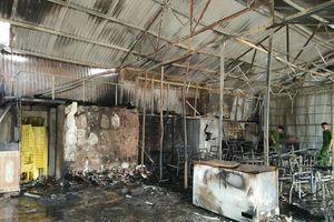 Cháy chợ huyện, 5 ki ốt bị bà hỏa thiêu rụi