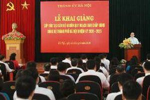 Chuyển biến trong công tác đào tạo, bồi dưỡng cán bộ ở Đảng bộ TP. Hà Nội