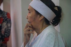 Vợ anh hùng Nguyễn Văn Thương: 'Tôi đi trước ai lo cho ổng...'