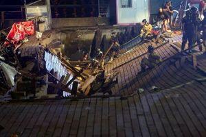 Sàn gỗ sụp xuống biển ở Tây Ban Nha, hơn 300 người bị thương