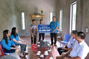 LĐLĐ tỉnh Phú Thọ: Trao 125 triệu đồng hỗ trợ xây dựng 3 nhà Mái ấm Công đoàn
