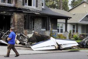 Lái máy bay đâm thẳng vào nhà tự sát vì cãi nhau với vợ